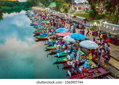 Hat Yai, Thailand - Oct 2015: Restaurants on the boats at the evening floating food market in Hat Yai, Thailand