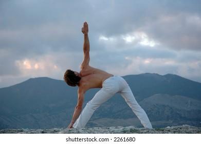Hatha-yoga: utthita-trikonasana