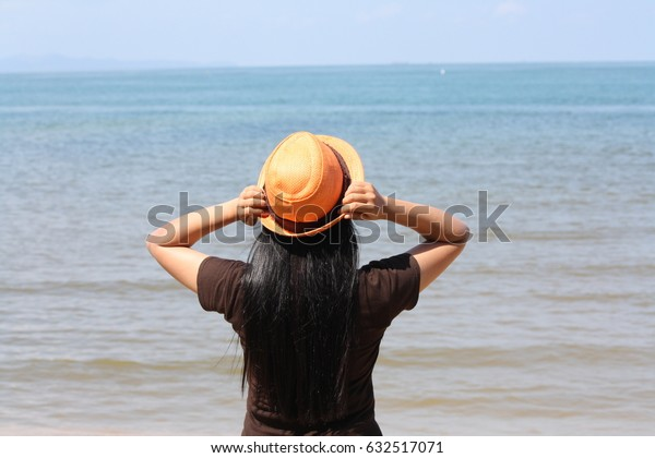 Hat's fashion on the beach
