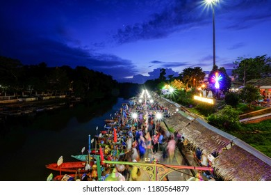 HATYAI , THAILAND - SEPTEMBER 7, 2018: Khlong Hae Floating Market is a traditional market place selling variety of foods on wooden boats in Hatyai, Thailand.