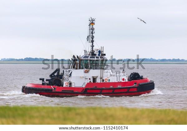 haulier ship on an river