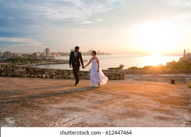 HAVANA, CUBA- AUG 19, 2015: yound just married with havana city