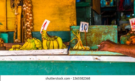 Bananas On Display Stand Images, Stock Photos & Vectors