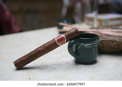 Imágenes, fotos de stock y vectores sobre Cigar Branding