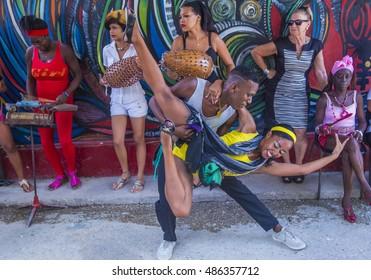 Imágenes, fotos de stock y vectores sobre Tropical Music