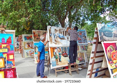 HAVANA - January 27: art market and sellers in Havana, Cuba on January 27, 2009. The street market sells iconic Cuban souvenirs to tourists.