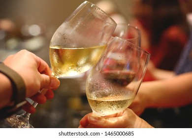 Have a good time drinking white wine