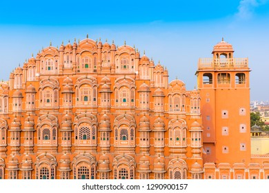 Hawa Mahal palace (Palace of the Winds) with clear blue sky, Jaipur, Rajasthan, India
