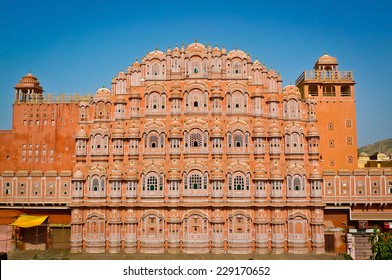 Hawa Mahal palace (Palace of the Winds) in Jaipur, Rajasthan, India