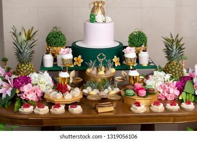 Hawaiian Birthday Party Stockfoto Jetzt Bearbeiten 1319056112