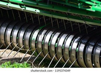 Haying Equipment - rotating picker