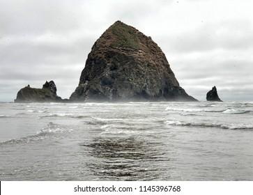 Haystack rock, canon beach