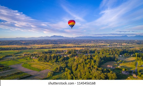 HD Background: Hot air balloon over the Snohomish Valley.