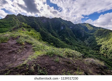 HDR of the steep and dangerous Puu Manamana mountain range.