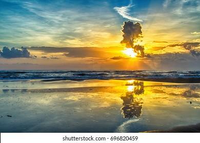hdr Sunrise on the sea ,Costa Esmeralda, Veracruz