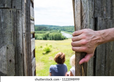 He opened the wooden door to the roof, two women look to the bright future, spy, see the future, the door to heaven, the sky in the village, the road to freedom, the road up, up to success