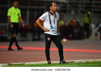 Head Coach Pairoj Borwonwatanadilok of SCG Muangthong United in action during The Football Thai League between Bangkok United and SCG Muangthong United at True Stadium on March02,2019 in Thailand