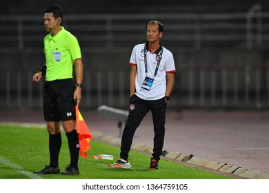 Head Coach Pairoj Borwonwatanadilok of SCG Muangthong United in action during The Football Thai League between Bangkok United and SCG Muangthong United at True Stadium on March 02,2019 in Thailand