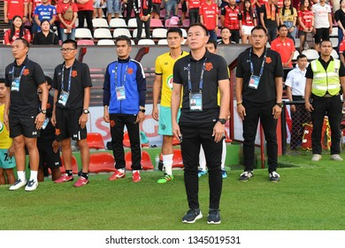 Head Coach Thawatchai Damrong-Ongtrakul of Prachuap F.C.in action The Football Thai League between SCG Muangthong United and PT Prachuap F.C.at SCG Stadium on February24,2019 in Nonthaburi,Thailand