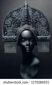 Head of mannequin in creative metal headwear