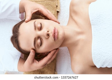 head massage woman