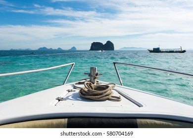 Head of speed boat with rope in the sea
