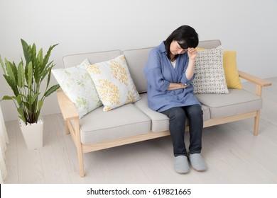 Head wearing women, headache, menopausal disorder