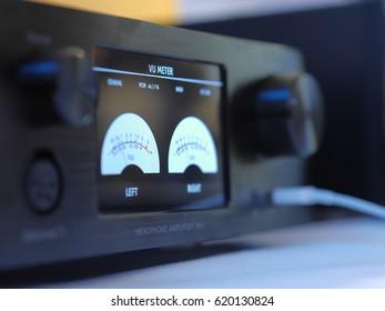 Headphone amplifier, volume control knob, measuring Decibels.