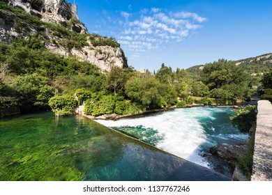 The headwaters of the Sorgue in Fontaine de Vaucluse. Vaucluse, Provence, France, Europe