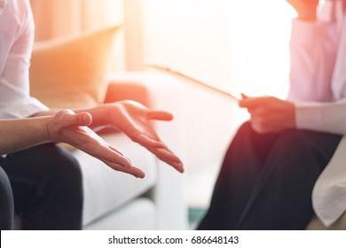 Концепция здравоохранения профессионального психолога врача консультации в психотерапевтической сессии или консультации диагностики здоровья.