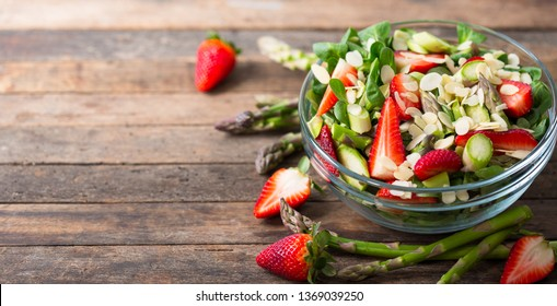 Healthy asparagus salad with strawberries