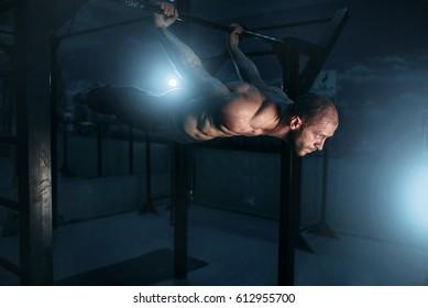 Healthy athlete keeps the horizontal balance