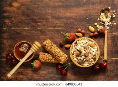 Healthy breakfast with homemade granola, berries and muesli bars