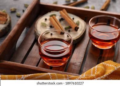 Gesunder Detox-Tee mit Zimon, Cardamon und Black Pepper für Immunität