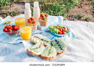Healthy eating. Dietary breakfast. Picnic in the park.