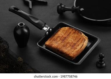 Gesundes Brot Brot, hausgemachtes Sandwich auf einem Grillpfanne
