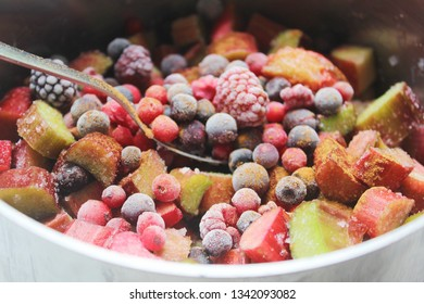 healthy frozen berries raspberries blueberries for a cake