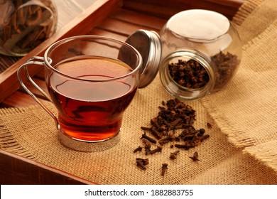 Gesunder grüner Tee mit Inhaltsstoffen - Cloves