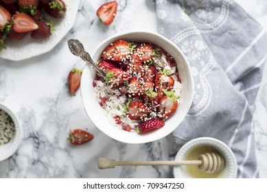 Healthy Oatmeal with Strawberries
