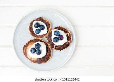Healthy pancakes with white yogurt, blueberries and agava syrup