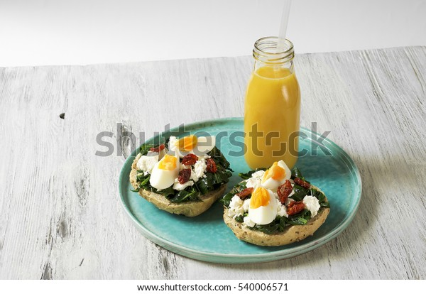 Healthy sandwich with spinach, boiled egg and sundried tomatoes