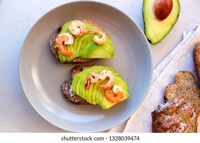 Healthy sandwiches with avocado and shrimp