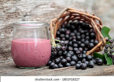 the healthy smothie made from aronia berries