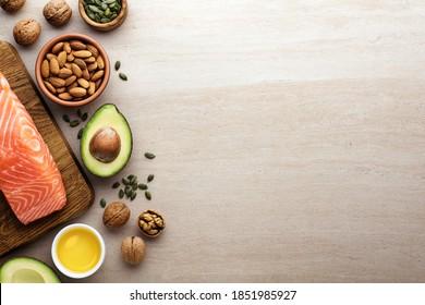 Gesunde Fettquellen, gesunde Ernährung. Ketogenische Diätprodukte auf hellem Hintergrund.