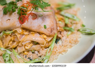 Healthy and Weight loss diet food ,This is thai fresh spring rolls It's made of many ingredients like dried shrimp, sprout, spring onion,egg wrapped with wide rice noodles dipping in special sauce.