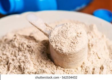 heap of vanilla protein powder