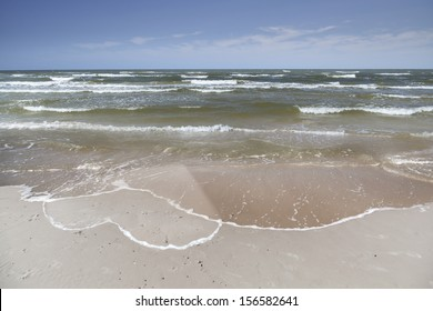 Heart drawn on the beach sand - Holiday Love - Long distance relationship - Concept
