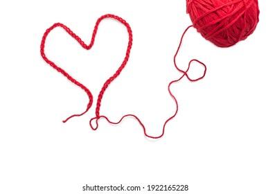 Ein Herz aus rotem Faden