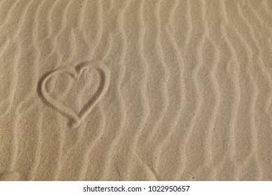 Heart in the sand background texture walppaer