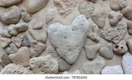 Herzsteine am Strand
